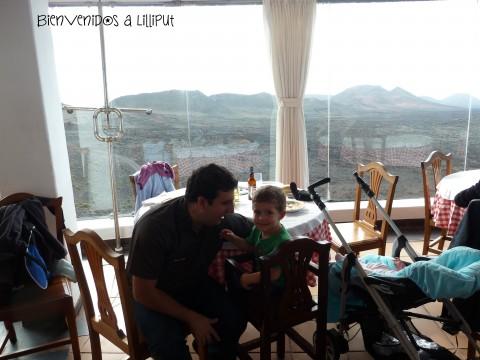 Almuerzo con vistas a los volcanes
