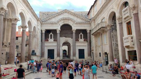 Patio en el interior del Palacio Diocleciano