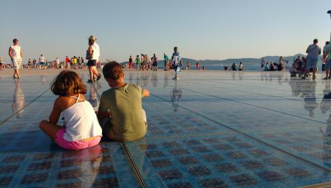 Saludo al Sol, Zadar, Croacia con niños